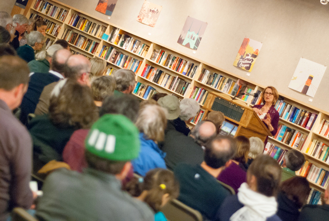 Photo of Kristin Ohlson speaking at Powell's - Photo by Kristin Beadle
